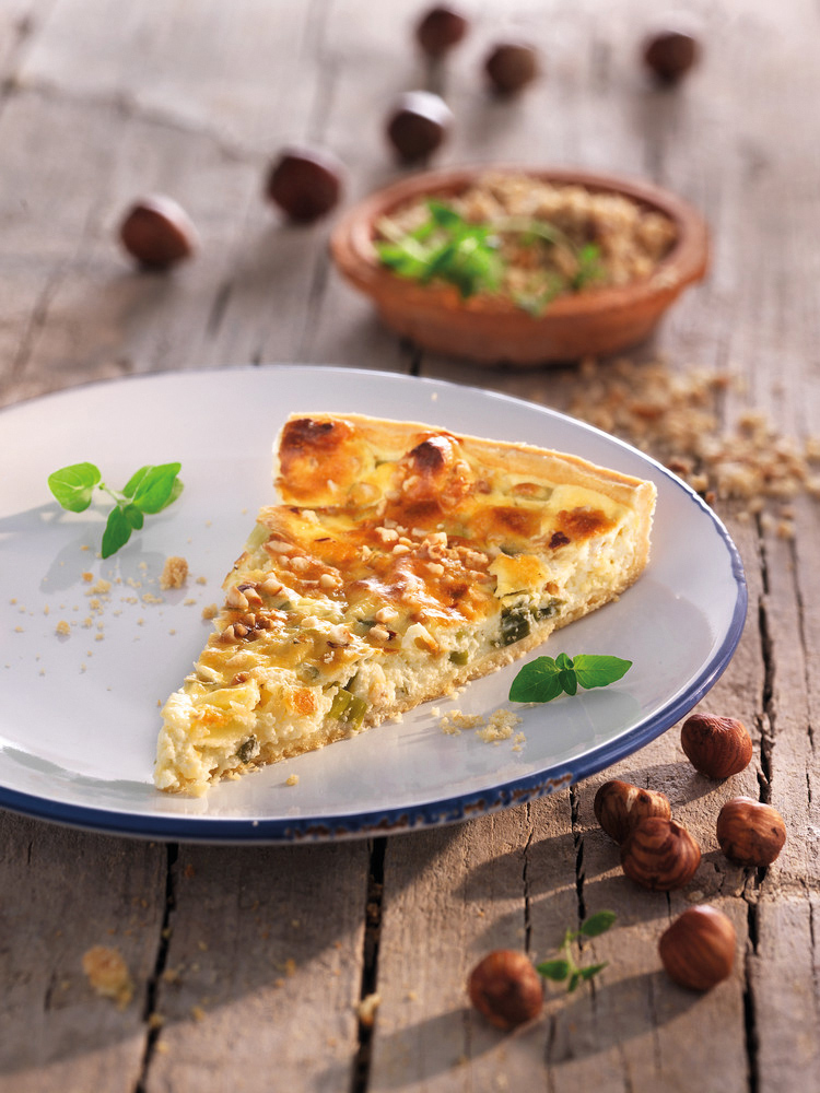 Hazelnut and herb quiche with spring onions for Monsieur cuisine